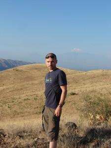 Peter a v pozadí Ararat